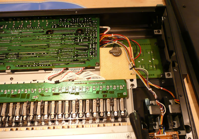 Yamaha DX7s replacement battery installed in battery holder